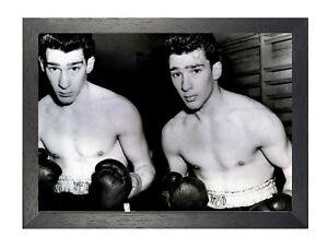 The-Krays-jumeaux-Ronald-et-Reginald-Colombie-Celebrite-Legende-De-Boxe-Poster-b-amp-w