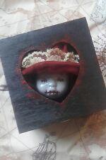 Piccola scatola in legno MACABRO CURIO Bambole Testa Creepy HORROR OOAK