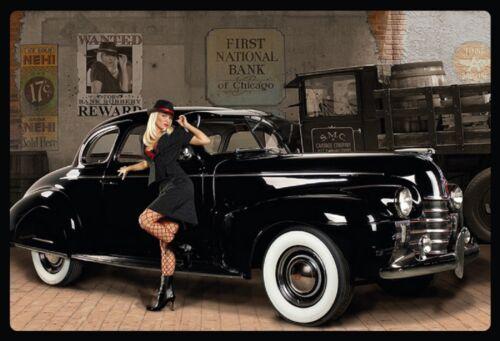 Blechschild Pinup Girl vor schwarzem Oldtimer Metallschild 20x30 Deko tin sign
