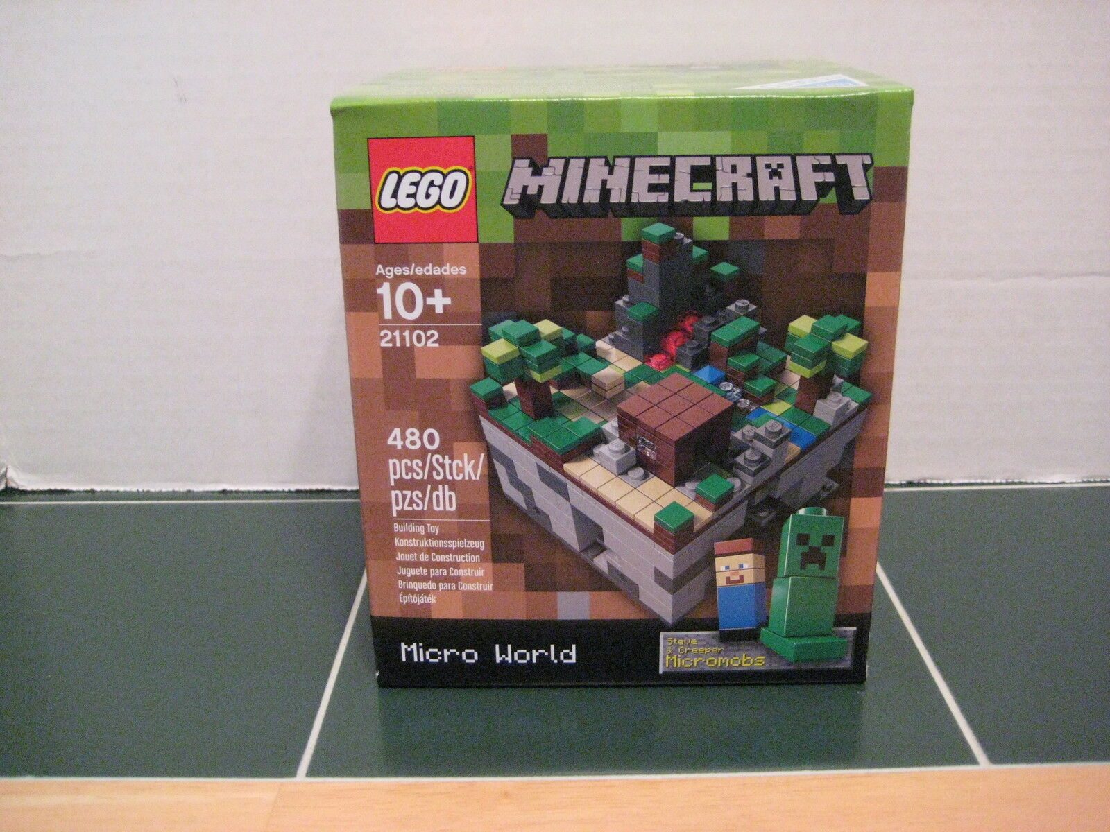 Lego MineCraft   21102 Micro World Steve and Creeper Micromobs
