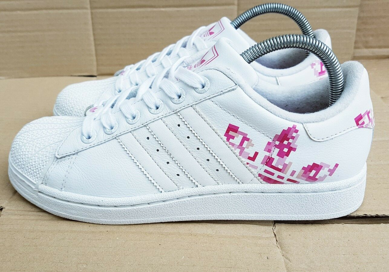 GORGEOUS ADIDAS SUPERSTAR  blanc  AND rose LARGE LOGO TRAINERS IN SIZE 5RARE
