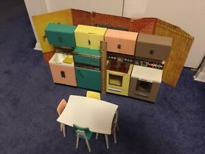 Vintage-1960s-Barbie-Doll-Reading-Deluxe-DREAM-KITCHEN-Toy-Furniture