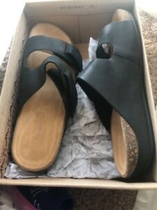 200f46b5c90 Image is loading CLARKS-PERRI-ISLAND-SANDAL-SLIDS-BLACK-LEATHER-SIZE-