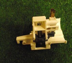 Lavavajillas-Beko-DSFN-1530S-Cerradura-de-puerta