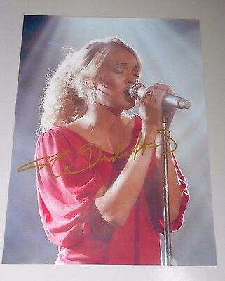 Quality Superior In Authentic Hand Signed Carrie Underwood * Hand Signed Photo Beautiful
