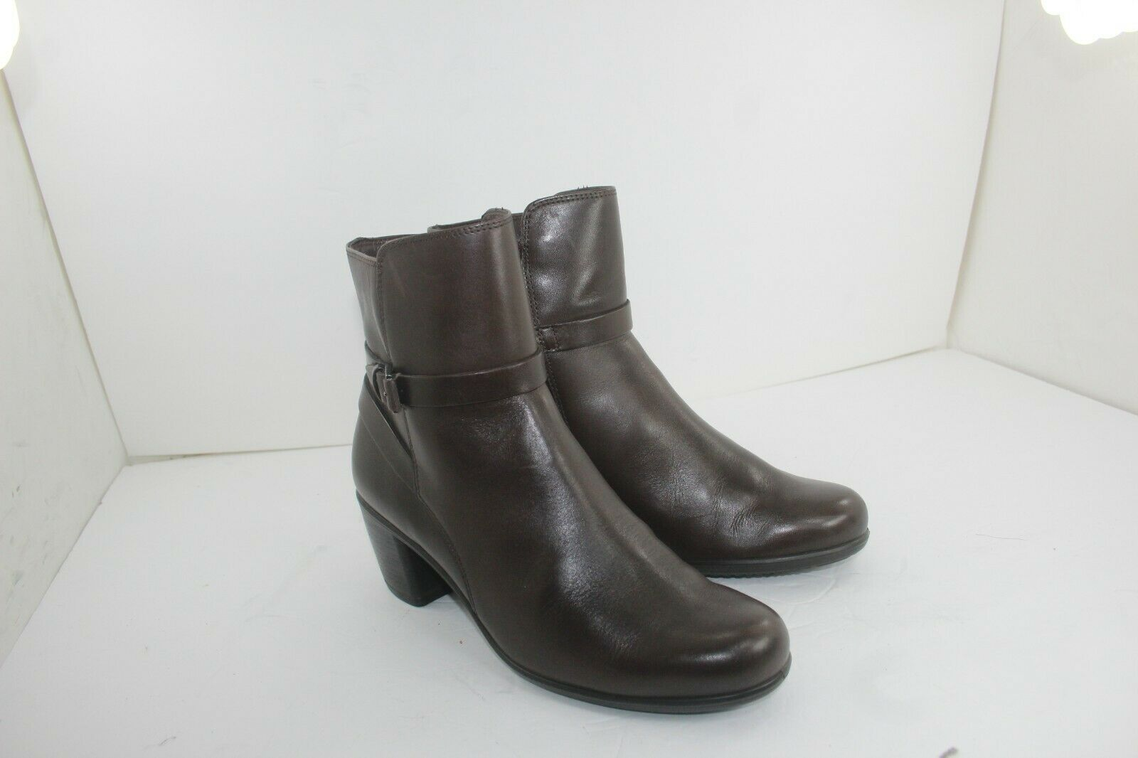 ECCO BOOTIES SIZE 39 US SIZE 9 IN GREAT CONDITION LEATHER