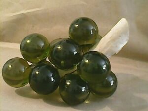 Nice-Vintage-Retro-Lucite-Acrylic-Green-Grape-Cluster-on-Driftwood