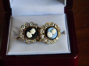 "Vintage Earrings Black /& White /""Cameo Like/"" Screw-back Earrings Made in USA"
