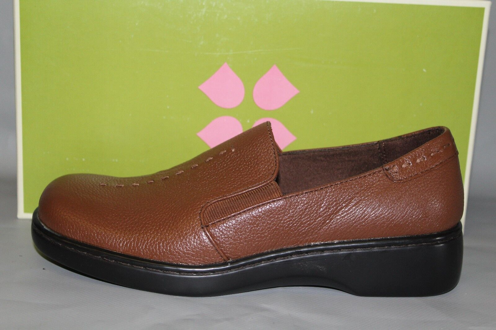 NEW Naturalizer Music Brown Leather Slip on Comfortable Casual shoes
