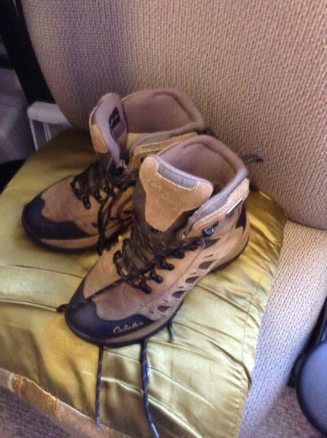02928fe24f2 Women's Cabela's Hiking Boots Size 7D 3M Ultra Thinsulate Dry Plus ...