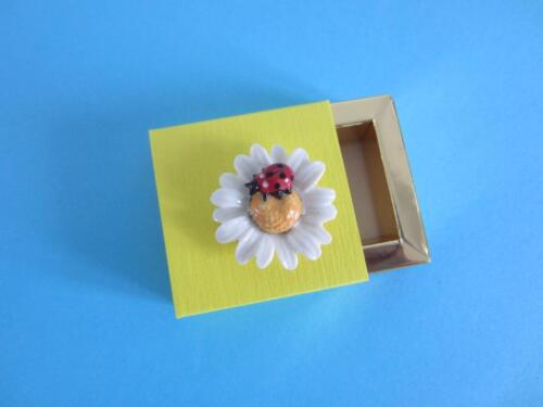 NEW 2016 LITTLE CRITTERZ INSECT /'/'DAISY/'/' LADY BUG ON DAISY FIGURINE W//BOX*Mint*
