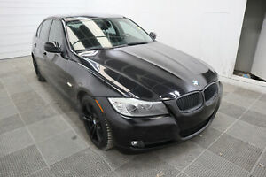2011 BMW 3 Series 323i! Heated leather seats!Sunroof!LOW KM!