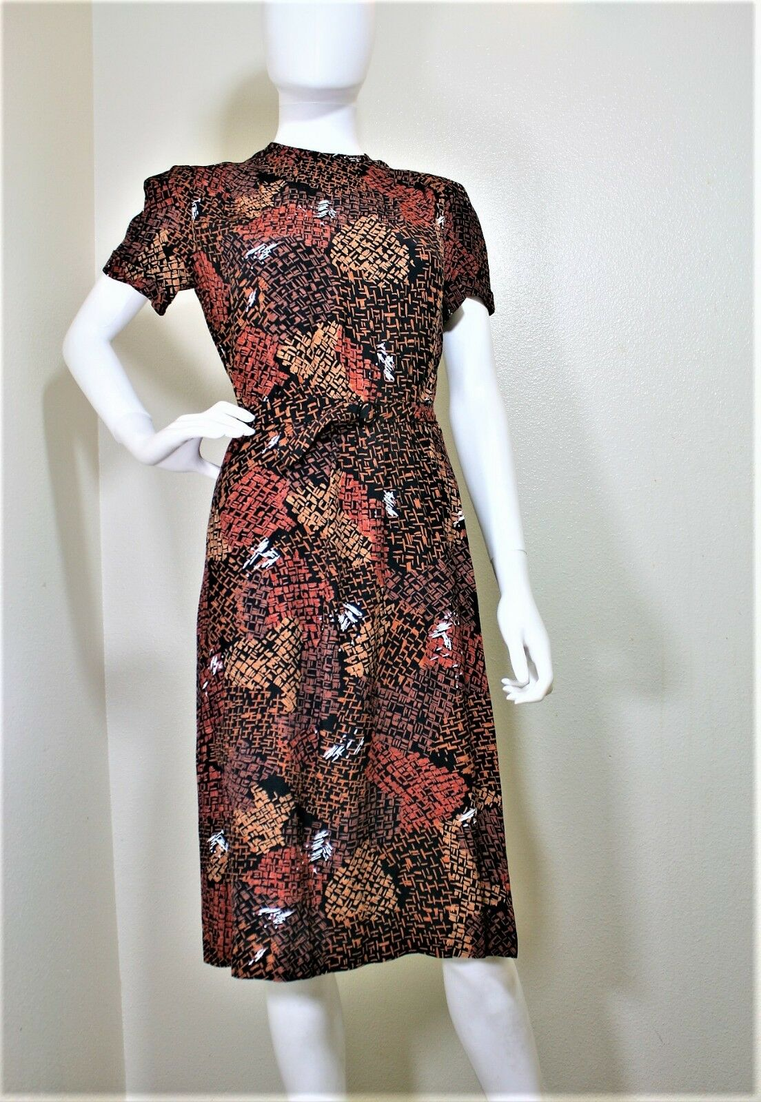 VINTAGE TAURUS II BELTED DRESS SHORT SLEEVE 40S STYLE DAY DRESS 4