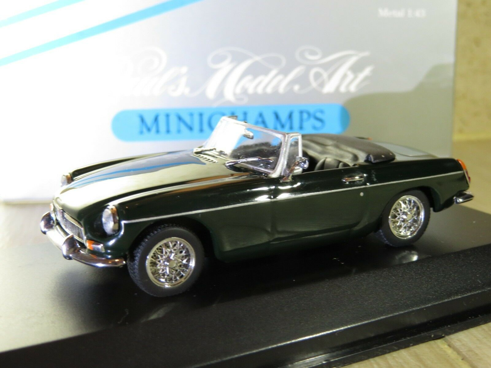 1 43 MINICHAMPS MG B cabriolet (1969) Diecast