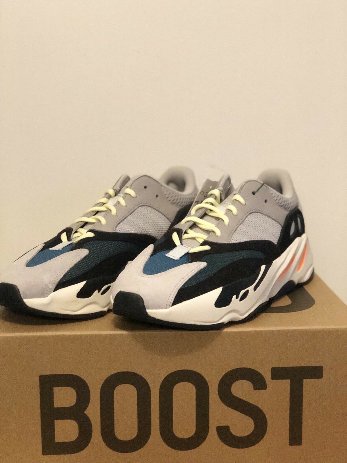 new style 752dd faee6 Adidas yeezy 700 wave runner size 9