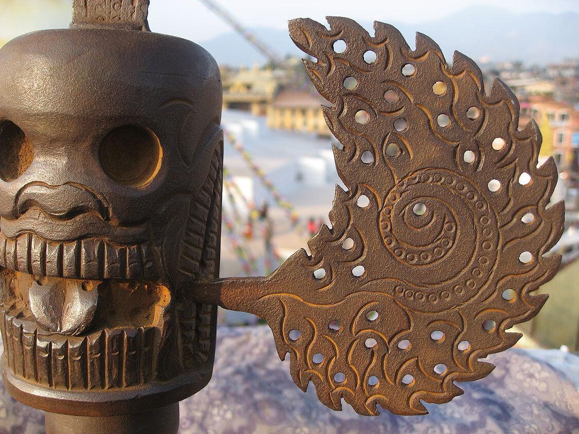 Riesige 109cm Tibetean Eisen Tantrik Phurba Khatvanga mit mit mit Ständer 489518