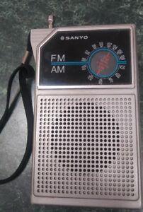 Details about Sanyo Vintage AM/FM Portable Radio Model No  RP5047A
