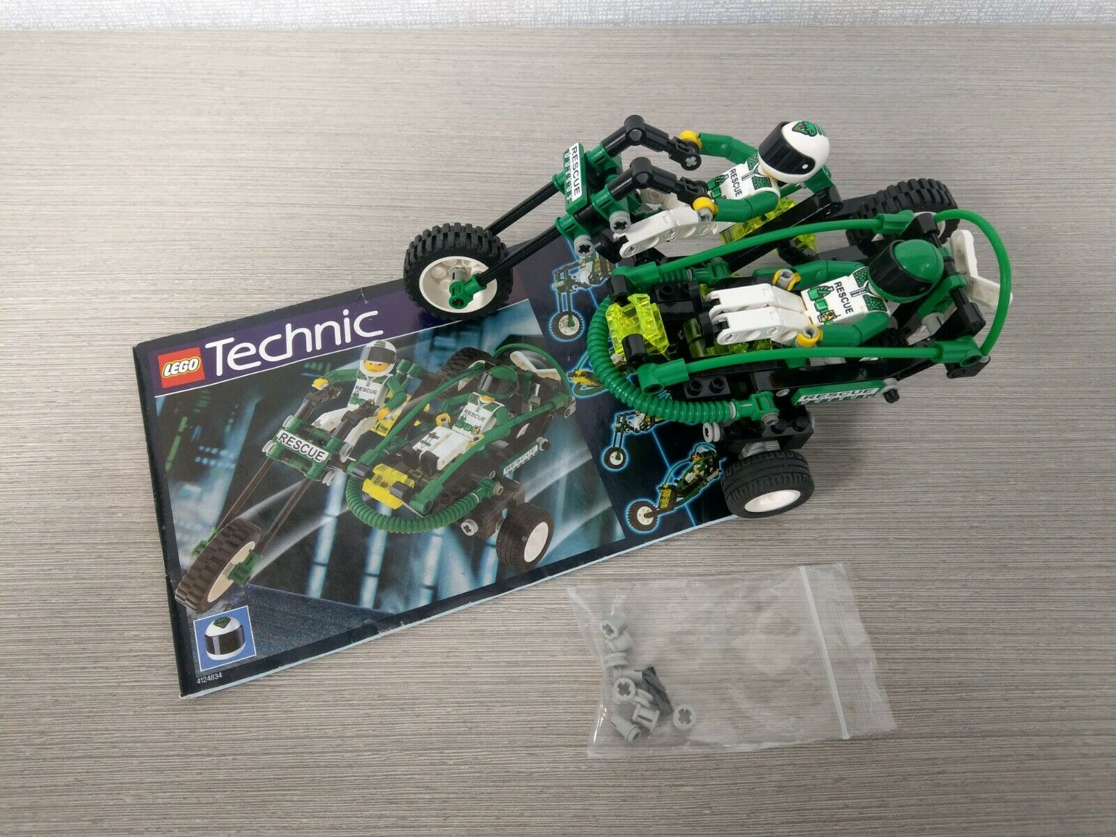 LEGO TECHNIC 8255 RESCUE BIKE 100 complete with INSTRUCTIONS and FIGURES