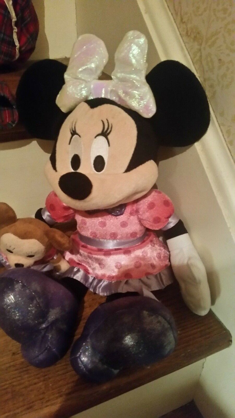 Minnie Mouse talking and bow lights up holding holding holding a stuffed animal musical figurine b2e