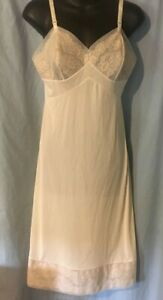 Vintage-VANITY-FAIR-SZ-36-Small-Ivory-Full-Slip-Lace-Nylon-Antron-USA