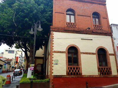 EN VENTA CASA ESTILO FRANCÉS  TABIQUE COMPRIMIDO CENTRO CUERNAVACA USO DE SUELO REST