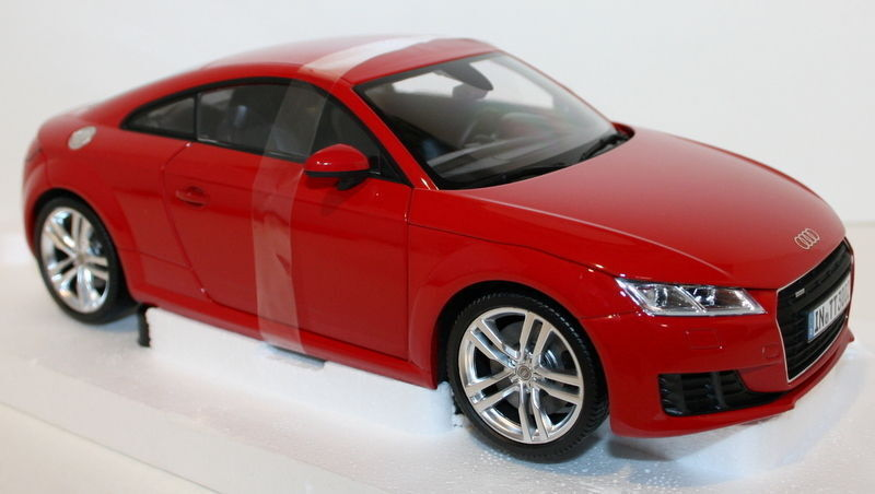 Minichamps 1 18 Scale Audi TT Coupe 3rd Generation Tango red diecast model car