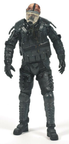 THE WALKING DEAD TV SERIES 4 RIOT GEAR GAS MASK ZOMBIE ACTION FIGURE