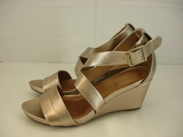 Womens sz 10 M Clarks Artisan Temira Compass Leather Wedge Sandals Metallic Gold
