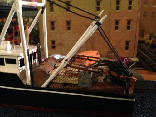 N Scale Material Handling Crane with Outrigger Base 51 Parts by Showcase Min.