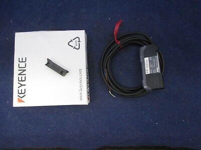 Keyence FS-V21R  Photoelectric Fiber Optic Amplifier USED