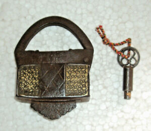 Old Handcrafted Iron Orginal Brass Fitted Pad Lock With Original Screw Key 001 Locks, Latches & Keys