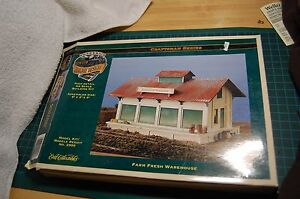 HO-Scale-ERTL-Farm-Fresh-Warehouse-Grocery-Building-Kit-for-Trains-2990