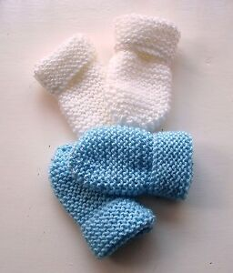 BABY-HAND-KNITTED-MITTENS-2-PAIRS-WHITE-amp-PALE-BLUE-0-3-MONTHS-NEW