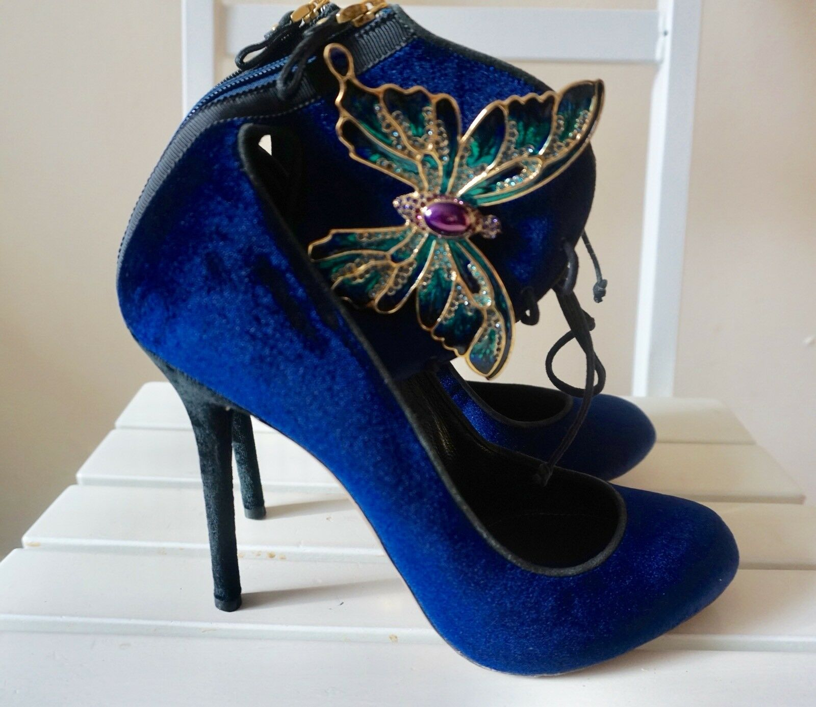 2K SERGIO ROSSI Blau Velvet Velvet Velvet Heels With Butterfly Ornament Größe IT 40 US 9 a7f556