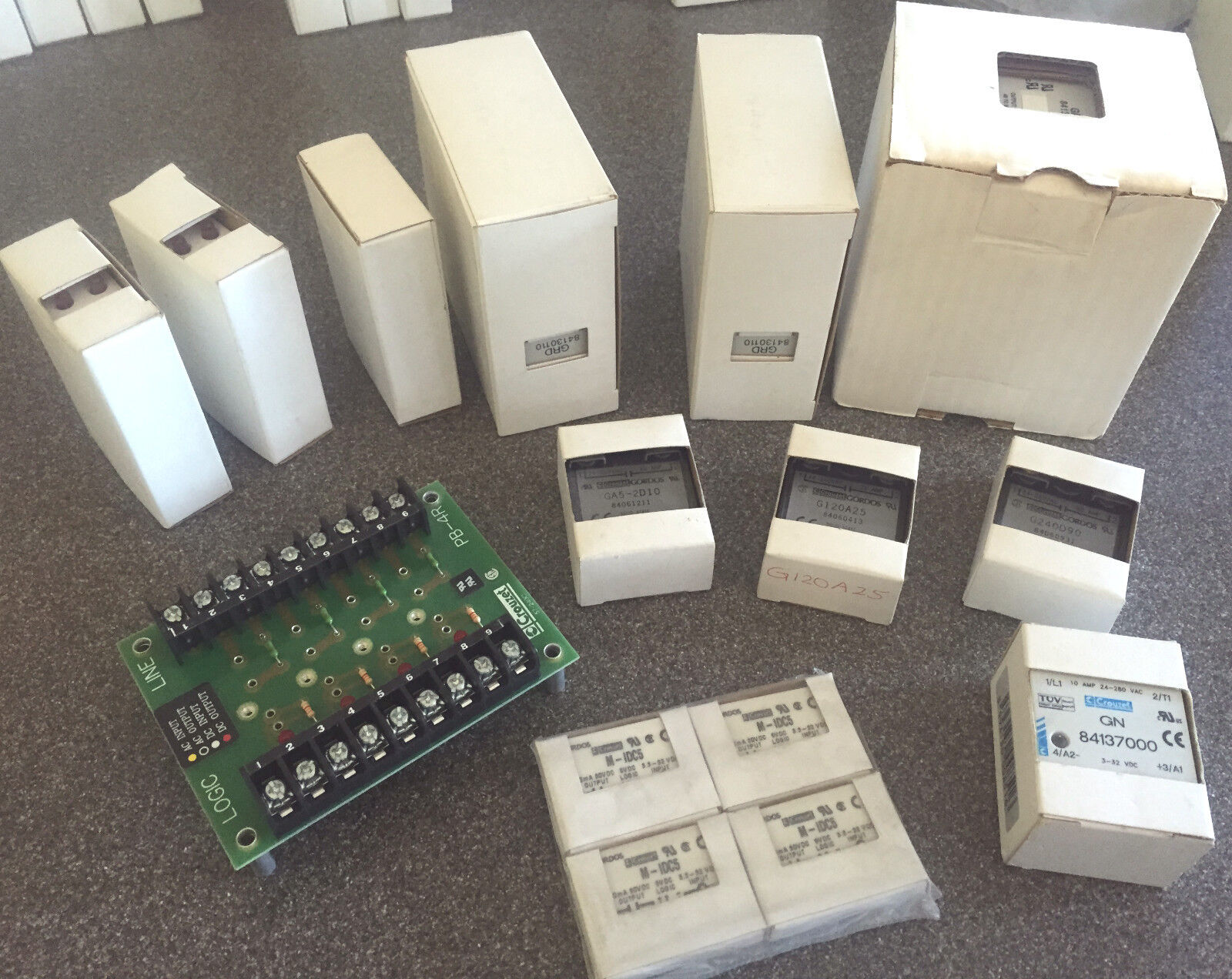 NEW IN BOX  Crouzet RELAY WITH HEAT SINK 84134110 Ss Panel Mount 660V 32Vdc 25A