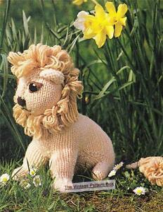 LION 25cm height / 8ply or DK - COPY toy knitting pattern ...