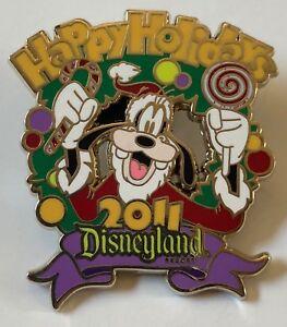 Disney-DLR-Happy-Holidays-2011-Santa-Goofy-Pin