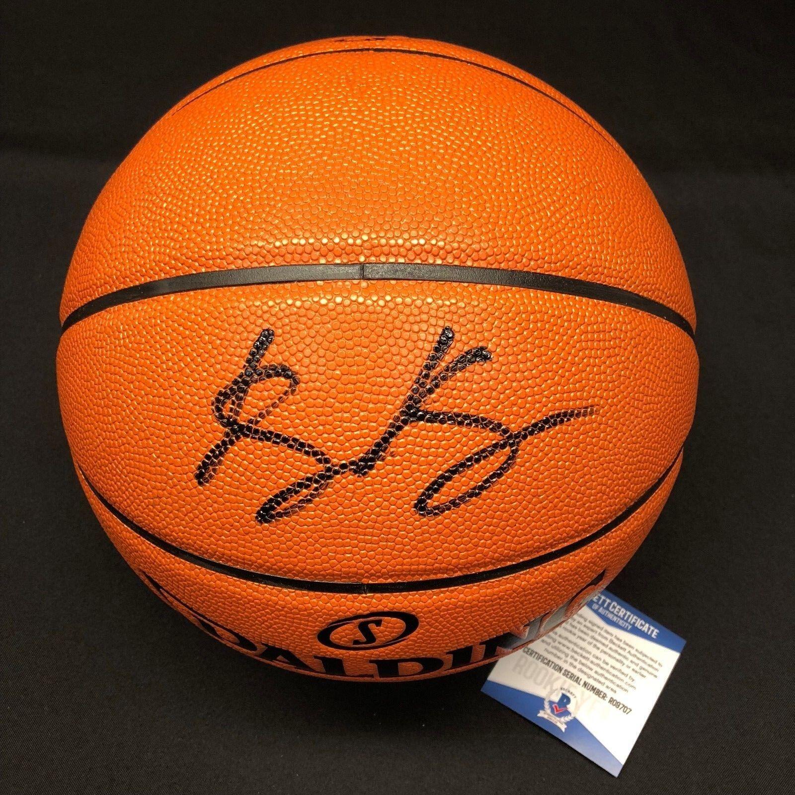 Kyle Kuzma Signed Spalding Basketball *Lakers BAS Beckett Rookie Graph R09707