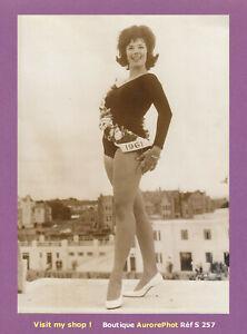 PHOTO-PRESSE-1961-LA-JEUNE-ANGLAISE-MAUREEN-GAY-ELUE-VENUS-MODERNE-S257