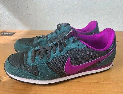 Old School Shoes: Nike Retro Running Sneakers