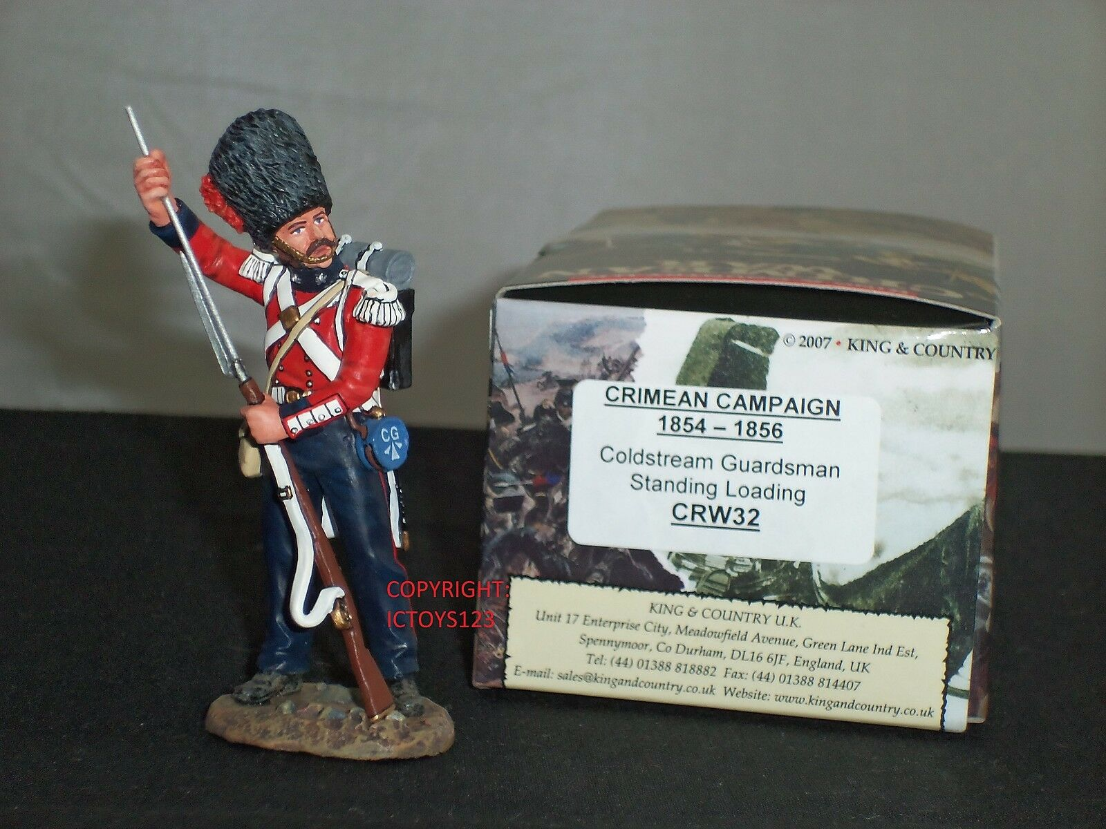 KING AND COUNTRY CRW32 COLDSTREAM GUARD STANDING LOADING TOY SOLDIER FIGURE