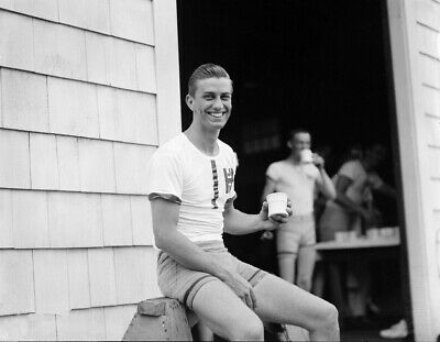 """1934 Shirtless Franklin D Vintage Old Photo 4"""" x 6"""" Repr Harvard Roosevelt Jr"""