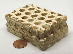 1-12-Scale-Oblong-Woven-Bamboo-Basket-amp-Lid-Tumdee-Dolls-House-Miniature-ZSb