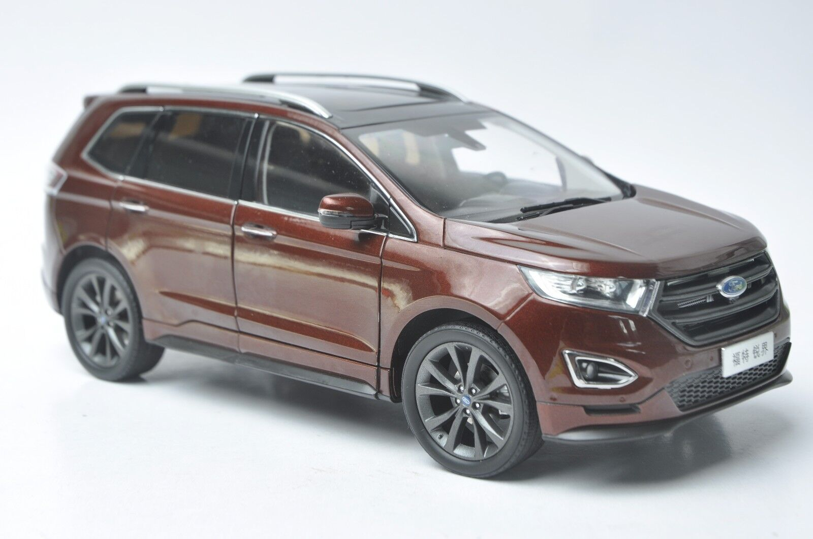 Ford Edge 2015 SUV model in scale 1:18 red