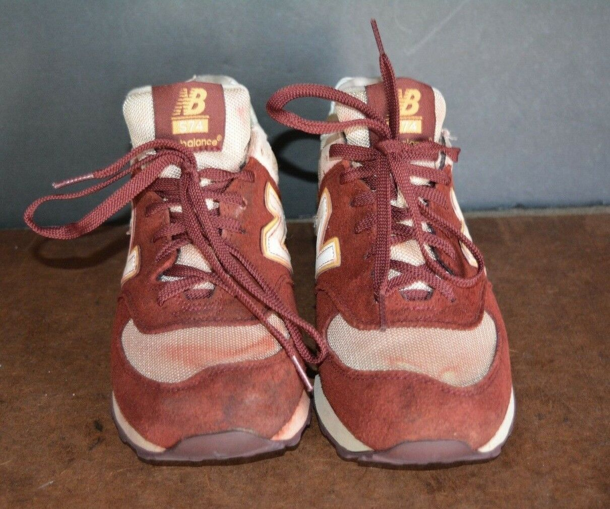 NEW BALANCE 574 ( US SIZE 8 D ) PRE-OWNED