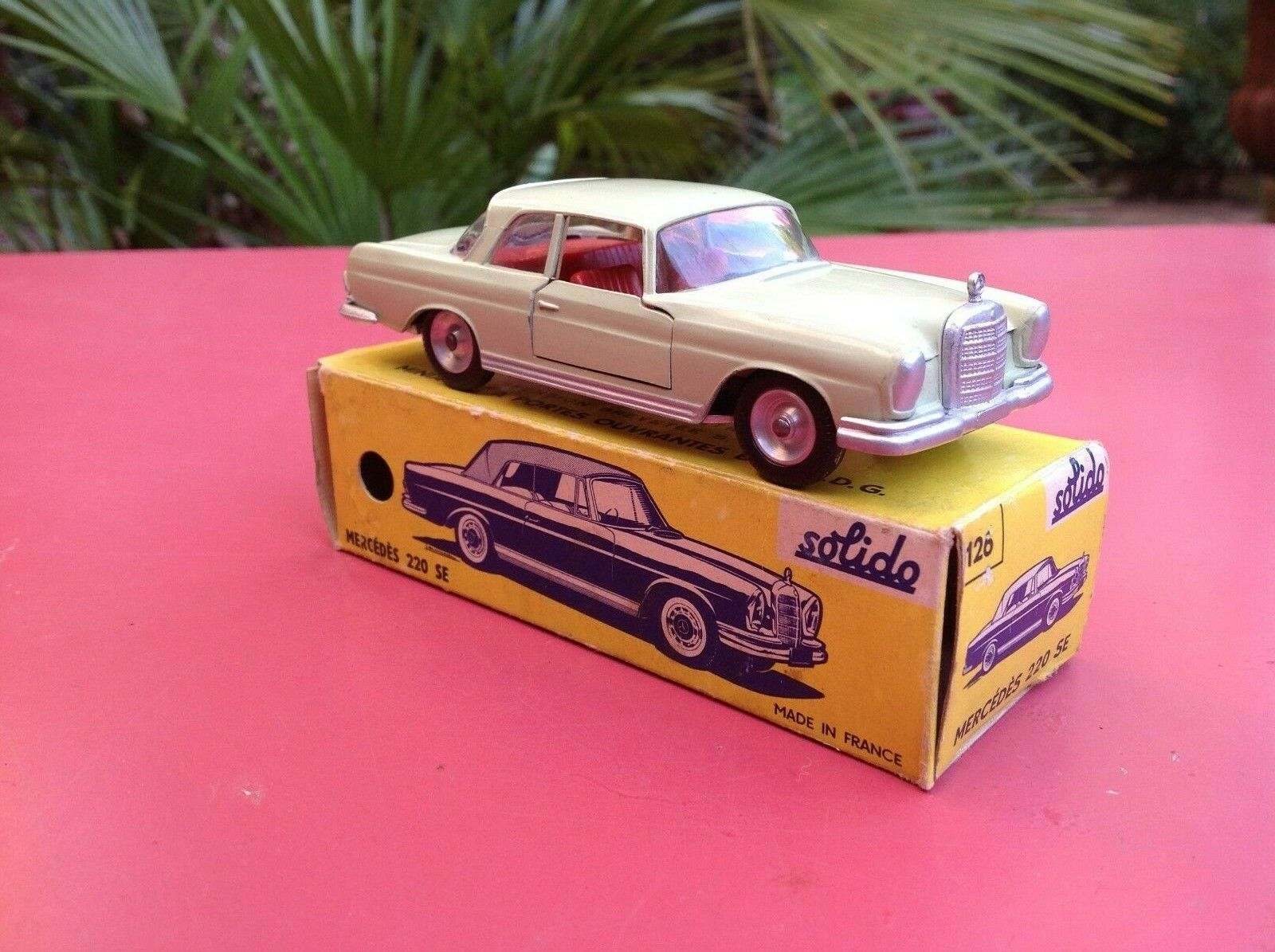 Solido Ref 126 MERCEDES 220 SE Sautoce lime verde rosso interior near mint in scatola