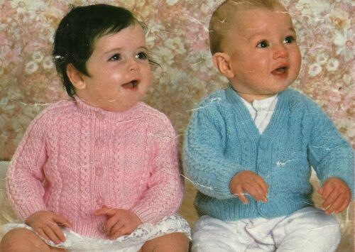 "2022 BABY BOYS//GIRLS CABLE CARDIGANS DK18/""-20/""-22/"" VINTAGE KNITTING PATTERN"