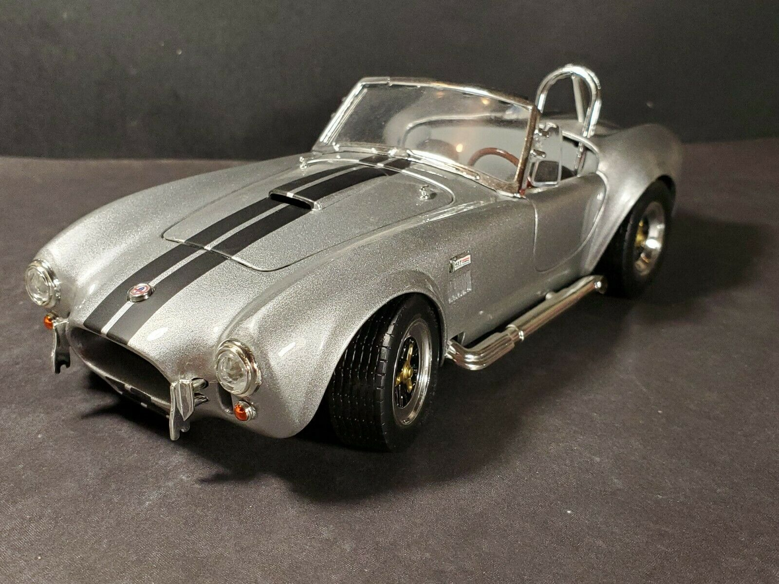 Road Signature 1964 Shelby Cobra 427 S C Roadster 1 18 Diecast Car Silber