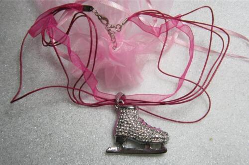 Rosa Brillante Hielo Patinadora Colgante Collar de organza Juegos Olímpicos de Invierno Bailando sobre Hielo