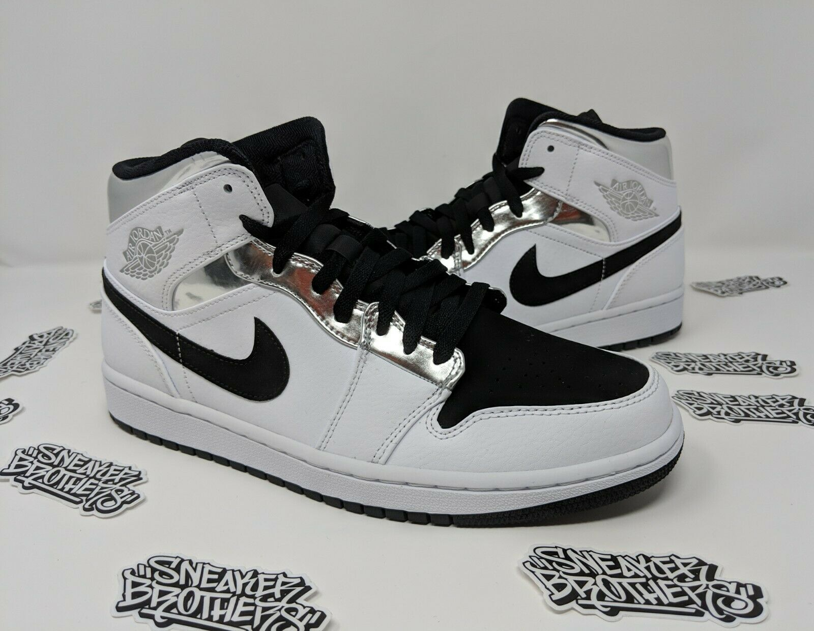 Nike Air Jordan Retro I 1 Mid Alternate Think White Silver Black 554724-121